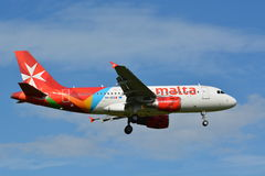 Aire Malta/Airbus A319-112/9H-AEG Imagenes de archivo