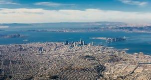 Aireal-Ansicht von San Francisco im Stadtzentrum gelegen stock footage