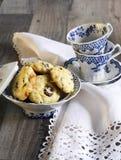 Airela e biscoitos brancos do chocolate Imagens de Stock