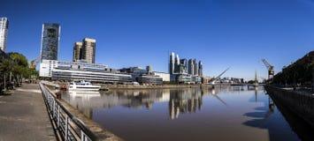 airesargentina buenos som bygger cityscape, fokuserar maderopuerto Arkivfoton