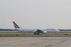 AirFrance Boeing die 777 in JFK-Luchthaven in NY belasten Royalty-vrije Stock Fotografie