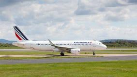 Airfrance Luchtbus A320-214 die bij de Luchthaven van Manchester voorbereidingen treffen op te stijgen Stock Fotografie