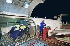 Airfreight päfyllning på Boeing 727 Fotografering för Bildbyråer