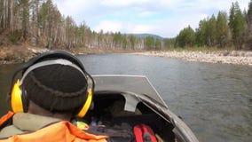 Airglider do Airboat no rio Temnik da montanha video estoque