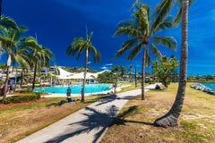 AIRLIE-STRAND, AUS - SEPT 20 2017: Solig dag lagun i Airlie Royaltyfri Bild