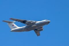 Airlifter estratégico en vuelo fotografía de archivo libre de regalías