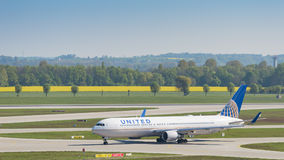 Airliner Boeing 767 of United Airlines taxiing in Munich airport Stock Images