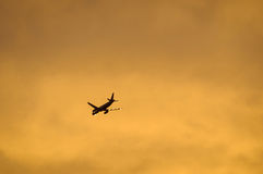 Airliner flying in the evening light Royalty Free Stock Photos