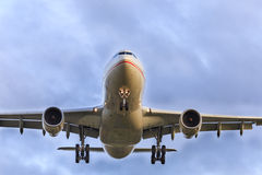 Airliner overhead Royalty Free Stock Photography