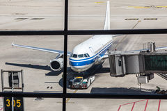 Airlines plane prepares for passengers to board Royalty Free Stock Photography