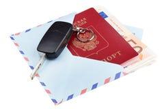 Airmail kopertę z podróż pieniądze i paszportem Fotografia Stock