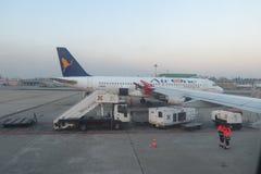 AirOne Airbus A320 parqueado en Milan Linate Imágenes de archivo libres de regalías
