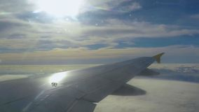 Airpalne Wing During Flight Over Clouds arkivfilmer