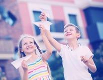 Airplaines de papel das crianças Fotografia de Stock Royalty Free