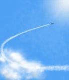 Airplan στα σύννεφα Στοκ φωτογραφία με δικαίωμα ελεύθερης χρήσης
