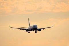 Airplan no por do sol Imagem de Stock