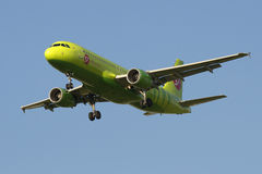 Airplane Airbus A320-214 (VQ-BRT) Company S7 (Siberia Airlines) landing Royalty Free Stock Photos