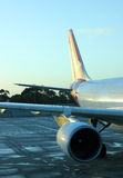 Airplane. Commercial airplane awaiting for passengers Royalty Free Stock Photos