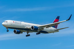 Airplane Delta Air Lines N152DL Boeing 767-300 Royalty Free Stock Images