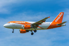 Airplane easyJet G-EZBY Airbus A319-100 Royalty Free Stock Images