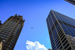 Airplane Flying in Chicago, USA Stock Photography