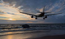 Airplane flying over the sea Royalty Free Stock Photography