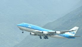 Airplane of KLM Royal Dutch Airlines is departuring from Hongkong Airport Royalty Free Stock Photos