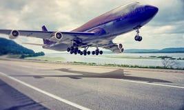 Airplane landing Royalty Free Stock Images