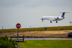 Airplane landing (Air Tran Airways) Stock Photography