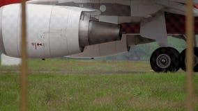 Airplane landing gear, taxiing