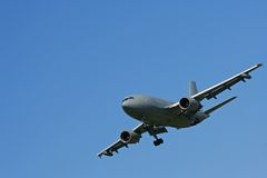 Airplane landing or taking off Royalty Free Stock Photography