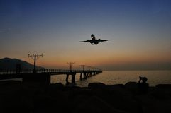 Airplane landing Royalty Free Stock Images