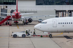 Airplane preparation by the ground crew before departure Royalty Free Stock Images