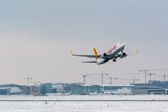 Airplane taking off on a cold winter day in Royalty Free Stock Photos