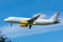 Airplane Vueling EC-MBS Airbus A320-200 is flying to the runway. Schiphol, Noord-Holland/Netherlands - June 16-06-2016 - Airplane Vueling EC-MBS Airbus A320-200 Stock Photo
