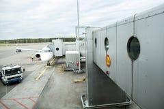 Free Airplane Waiting For Passengers On International Airport Helsinki Vantaa Royalty Free Stock Images - 56115769