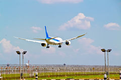 The airplane was landing Royalty Free Stock Photos