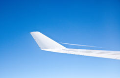 Airplane Wing. A  wing of a comercial airplane, in a clear blue sky Royalty Free Stock Images
