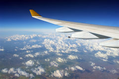 Airplane wing over globe Royalty Free Stock Photos