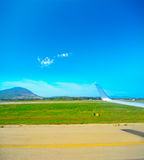 Airplane wing over a taxiway Royalty Free Stock Photography