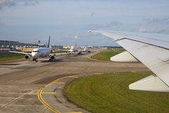 Airplanes in line, Singapore Changi international airport Stock Photos