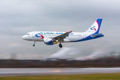 Airplines de Airbus a319 Ural, aeroporto Pulkovo, Rússia St Petersburg 22 de novembro de 2017 Imagem de Stock Royalty Free