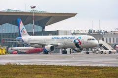 Airplines de Airbus a321 Ural, aeroporto Pulkovo, Rússia St Petersburg 22 de novembro de 2017 Imagens de Stock Royalty Free