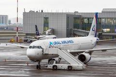 Airplines de Airbus a321 Ural, aeroporto Pulkovo, Rússia St Petersburg 22 de novembro de 2017 Fotos de Stock