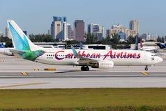 Airpo för Caribbean Airlines Boeing 737-800 flygplanFort Lauderdale Royaltyfri Foto