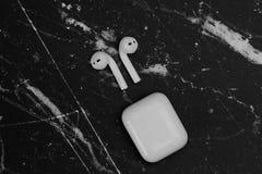 AirPods Draadloze Hoofdtelefoons door Apple royalty-vrije stock fotografie