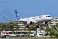 Airpor de St Maarten d'atterrissage d'avion de Copa Airlines Embraer ERJ190 Images stock