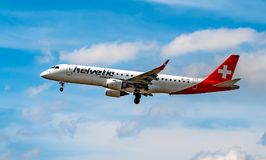 AIRPORT FRANCOFORTE, GERMANIA: 23 GIUGNO 2017: Fokker 100 Helvetic Ai Fotografia Stock