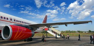 Free Airport Plane Landing Stock Images - 35804074