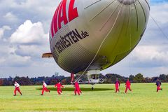 Free Airship, Team Preparing Zeppelin For Landing Royalty Free Stock Photo - 122041855